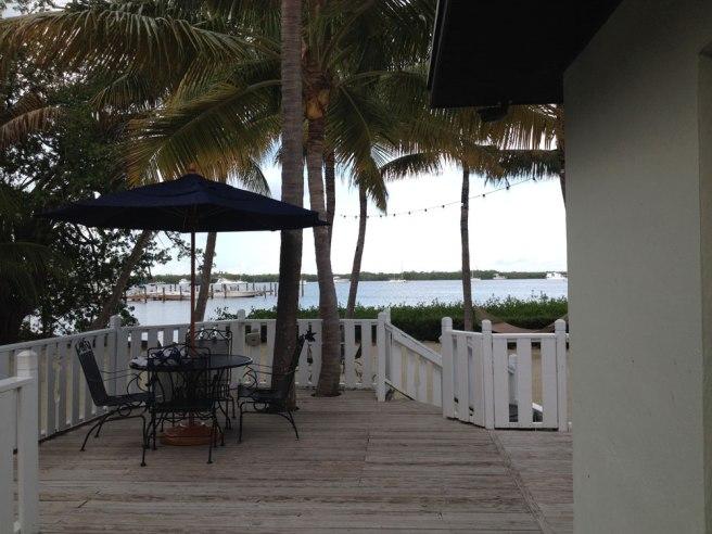 coconut_palm_inn_florida_keys_tavernier_exterior