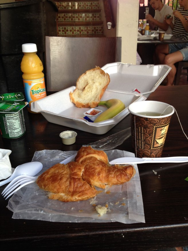 breakfast-the-clay-hotel-miami-beach